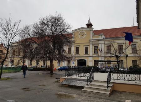 Consiliul Judeţean Bihor suspendă activitatea cu publicul! Şi alte instituţii le cer bihorenilor să treacă online