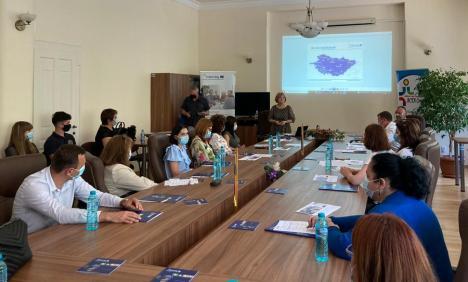 Jocul serios: Peste 200 de liceeni din Bihor au învăţat cum să fie antreprenori