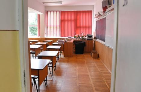 Creşte numărul şcolilor şi al grădiniţelor din Bihor care îşi suspendă activitatea faţă în faţă, din cauza îmbolnăvirilor cu Covid-19