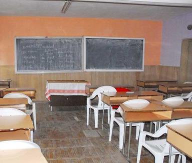 Peste 120 de cadre didactice din Bihor îşi caută alte posturi în învăţământ, pentru că nu mai au elevi