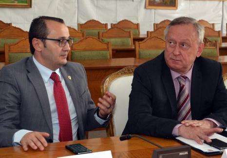 Pop contra Popa: Prefectul cere Consiliului Judeţean să reanalizeze distribuţia banilor către primării