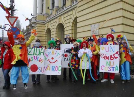 Zeci de clovni vor mărşălui pentru zâmbete, în centrul oraşului