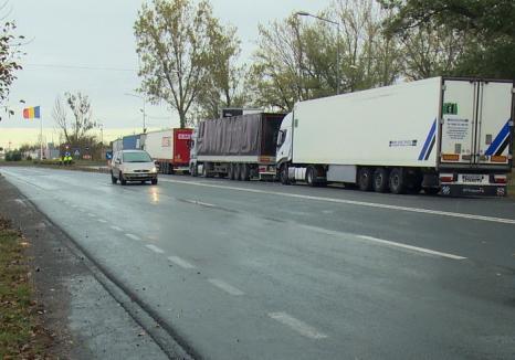 Cozi imense la Borş: Timpi de așteptare de 4 ore pentru TIR-uri (FOTO)
