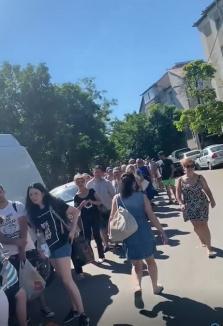 Orădenii au stat la coadă la intrarea în Ştrandul Ioşia, de Rusalii(FOTO / VIDEO)