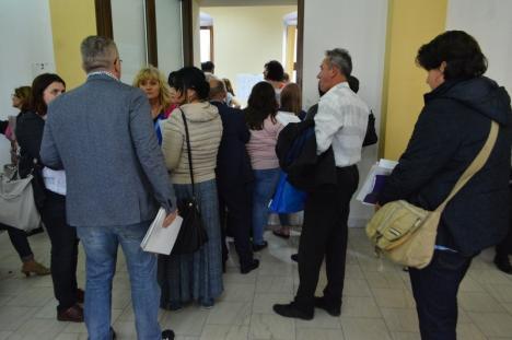 BEJ Bihor: S-au preluat abia jumătate din procesele-verbale cu rezultatele votului de la cele 653 secţii din judeţ. Contrar aşteptărilor, procedura este foarte complicată (FOTO)