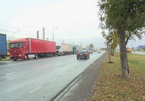 Cozi în Borş: Şoferii de TIR aşteaptă câte trei ore pentru a ieşi din ţară