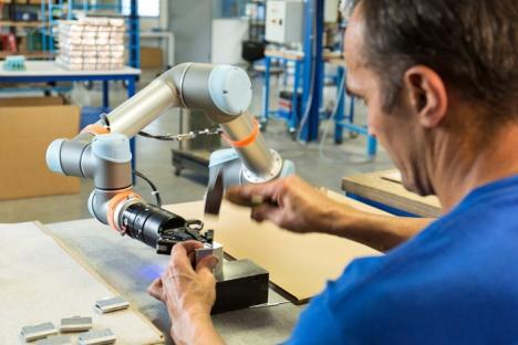 Roboții, soluția care ne ajută să ne păstrăm slujbele și să câștigăm mai bine: Cât de potriviți sunt pentru fabricile bihorene