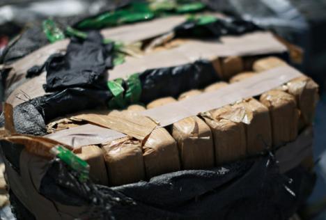 O jumătate de tonă de cocaină, descoperită în cutii de bananelângă Bucureşti