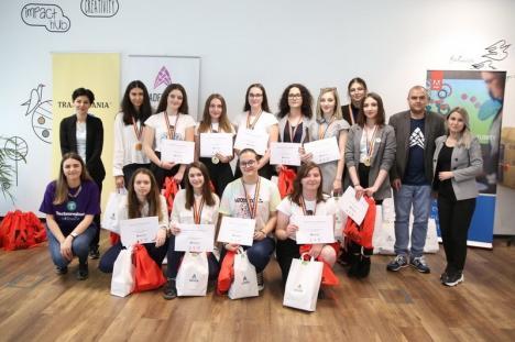 Aplicaţie pentru salvat vieţi: Patru fete din Oradea, premiate pentru un soft care stimulează donarea de sânge (VIDEO)