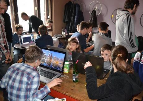 Vrei să înveţi să faci site-uri şi aplicaţii inteligente? CoderDojo Oradea se extinde!