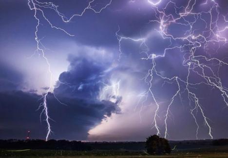 COD ROȘU de furtuni în mai multe localități din Bihor