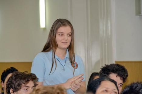 Colegiul Gojdu se făleşte cu olimpicii: 'Într-o ţară în care lucrurile merg într-o anumită direcţie, e greu să mergi pe contrasens' (FOTO)