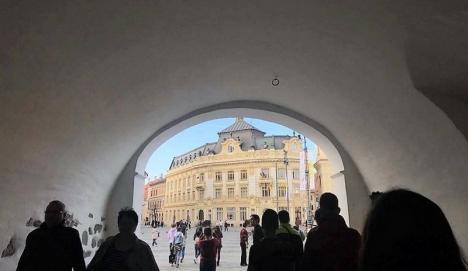 România, oameni şi locuri: Liceeni de la Colegiul Eminescu s-au întrecut în făcut poze ţării şi românilor (FOTO)