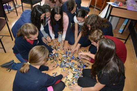 Şcoala de atitudine civică: La Colegiul 'Iosif Vulcan', elevii învaţă că un bun cetăţean este preocupat de reciclare (FOTO)