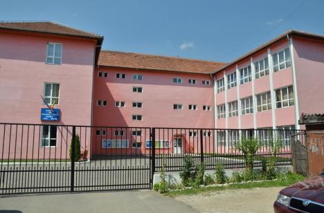 Incidente suspecte la Bac, în Ştei: În Colegiul 'Unirea', curentul şi apa s-au oprit în momente favorabile pentru candidaţi