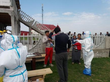 Colonia de ţigani din Vadu Crişului, pusă oficial în carantină, din cauza gradului mare de infectare cu coronavirus (VIDEO)