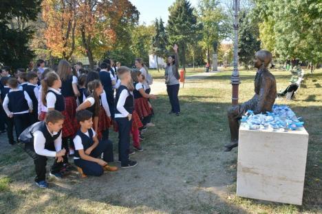 Statuia Evei Heyman din Parcul Bălcescu a fost donată Primăriei Oradea (FOTO/VIDEO)