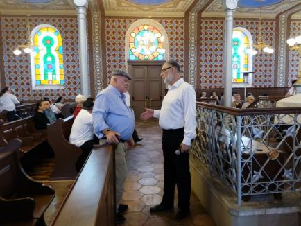 La 74 de ani de când trenurile morţii au plecat din Oradea spre Auschwitz, evreii deportaţi au fost comemoraţi la Sinagoga Ortodoxă (FOTO/VIDEO)