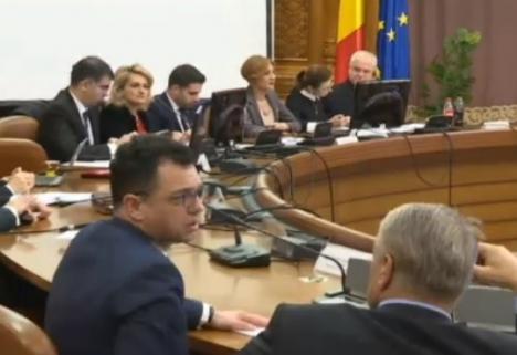 Protest muzical: Legea privind organizarea judiciară, adoptată de comisia specială pe ritmuri funebre de Mozart (VIDEO)