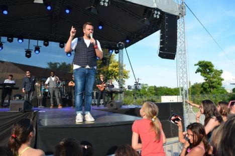 Puţini, dar inimoşi: Horia Brenciu a făcut show în faţa a sub 100 de spectatori, în Aquaparkul Oradea (FOTO / VIDEO)