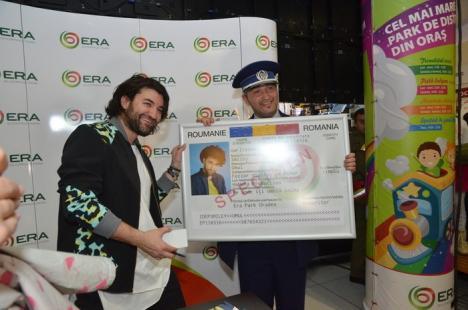 Smiley are buletin de Bihor! La sărbătorirea celor 7 ani de existenţă ai ERA Park, artistul şi-a găsit cartea de identitate pierdută (FOTO/VIDEO)