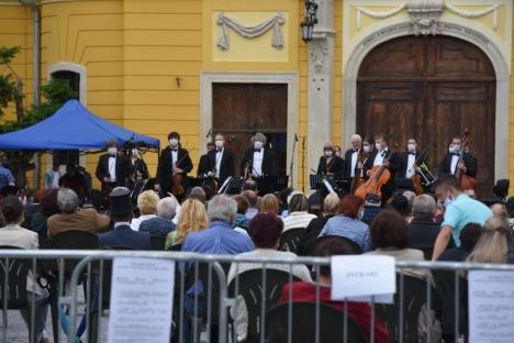 Unde ieşim săptămâna asta: Un nou concert al Filarmonicii în curtea Bazilicii Romano-Catolice din Oradea, vineri seară