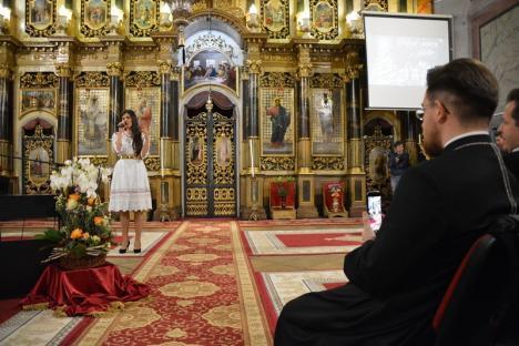 Paula Seling i-a colindat pe orădeni, pentru reconstrucţia Palatului Greco-Catolic. Spectatorii au primit şi o veste bună: episcopul Bercea vine acasă! (FOTO/VIDEO)