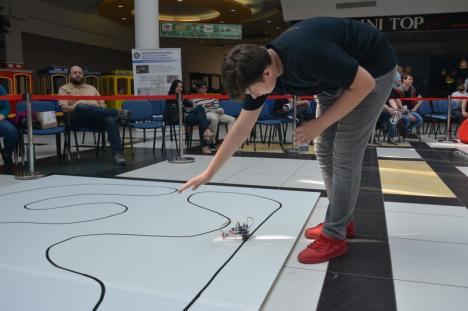 Lumea roboţilor: Peste 150 de copii şi tineri şi-au demonstrat abilităţile în robotică la Oradea (FOTO/VIDEO)