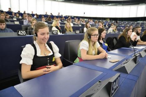 """Liceul Betel vrea să devină """"Euroscola"""": Elevii fac un studiu despre cât de folositoare este educaţia"""