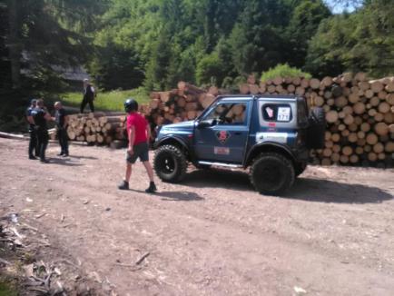 """Offroad ilegal, într-o arie protejată din Bihor. Amendă usturătoare pentru organizatorii concursului """"Cupa Bihorului 4x4"""" (FOTO)"""