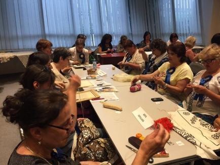 'Surzii, creatori de frumos': Persoane cu deficienţe de auz din toată ţara s-au întrecut în creativitate la Oradea (FOTO)