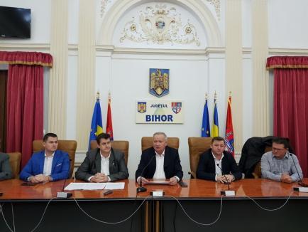 Mărgica Consiliului Judeţean: Pleiadă de PSD-işti la semnarea contractului pentru bazinul de înot din Nucet (FOTO)