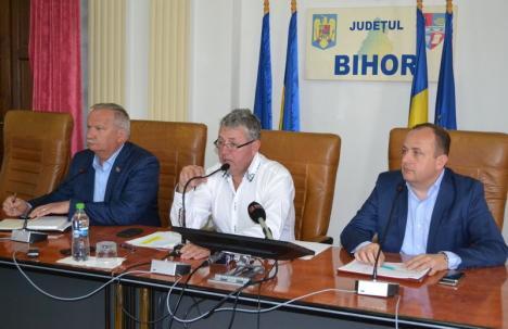 Şefii CJ Bihor îl combat pe Bolojan: 'Nu-i pasă de oameni. Vrea să împartă el banii şi să-i pună în genunchi pe primarii PNL'