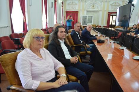 Discutăm... discuţii: Preşedintele CJ Bihor, Pásztor Sándor, s-a tras în poze cu o delegaţie din Germania (FOTO)