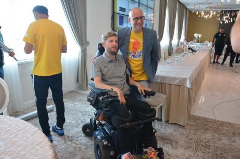 Mihai Neşu şi prietenii, o lecţie de viaţă: Zeci de mari sportivi în ajutorul unui fost coleg fotbalist, un om cu 'caracter frumos' (FOTO/VIDEO)