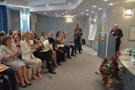 Jurnalişti şi scriitori dezbat la Oradea diferenţele şi 'complicităţile' dintre ei (FOTO/VIDEO)