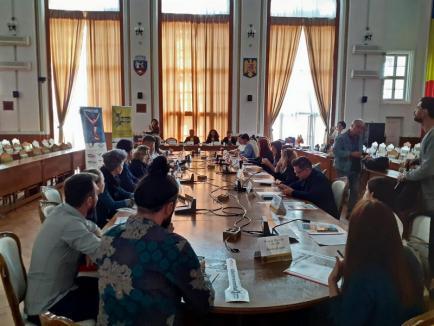 Pregătiri pentru Cartea Recordurilor: Echipa KAPO din Oradea s-a întâlnit cu partenerii care vor sări la cea mai mare oră de Kangoo Jumps