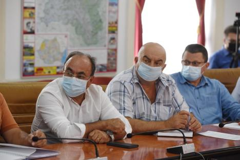 Întâlnire pe tema măsurilor anti-grindină, la Prefectura Bihor. Va avea judeţul un sistem de protecţie cu rachete?