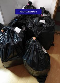 Percheziţii cu surprize: saci întregi cu haine şi pantofi de fiţe de peste 60.000 lei, ridicați din casa unui orădean! (FOTO)