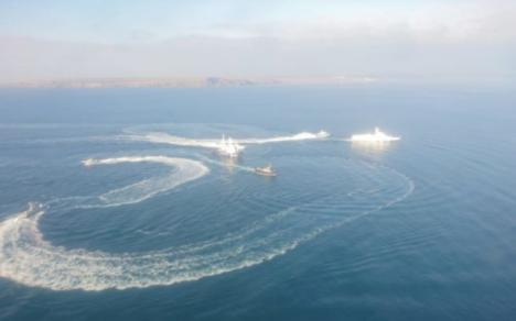 Conflict în Marea Neagră: Ucraina acuză Rusia că i-a confiscat trei nave, rănind doi marinari. Preşedintele Poroşenko se întâlneşte cu Cabinetul de Război