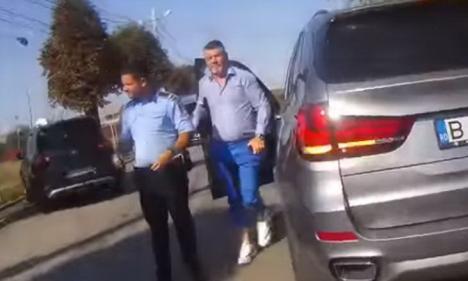 Cu tupeu.Consilierul unui deputat PSD a ameninţat un poliţist: 'Nu cred că vrei să ai un conflict cu mine' (VIDEO)