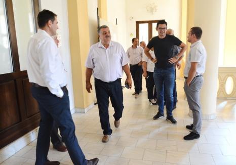 Consiliul Judeţean va plăti avocaţi în procesul în care acuză PNL Bihor că blochează abuziv proiectele judeţului. Liberalii au ieşit din sală (FOTO/VIDEO)