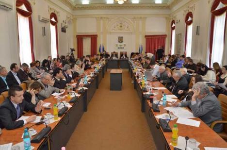 """Consilierii judeţeni, invitaţi să se implice în """"retrocedarea secolului"""""""