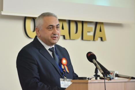 Doi miniştri şi patru foşti miniştri au venit la 'ziua' Universităţii din Oradea (FOTO)
