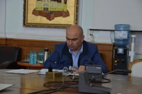 Şedinţă prin telefon: Consilierii locali din Oradea au hotărât achiziţionarea a 388 de tablete pentru şcolarii din familii cu probleme financiare (FOTO / VIDEO)