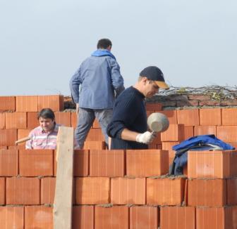 Construcţiile din oraş, luate la control de Primărie