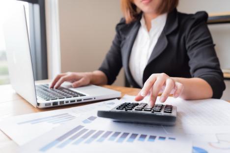 Multi-salariata: Cum a rămas soția unui șef din Finanțele Bihor fără... trei locuri de muncă