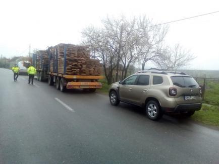 """Camionagii """"arși"""" cu amenzi severe pentru depășirea gabaritului și lipsa autorizațiilor speciale de transport pe drumuri județene (FOTO)"""