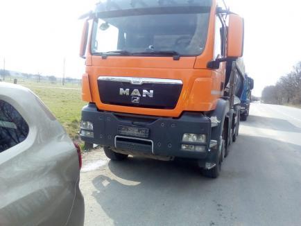Control-maraton pe drumurile județene din Bihor, pentru sancționarea camionagiilor supraîncărcați. Unele mașini au fost indisponibilizate (FOTO)