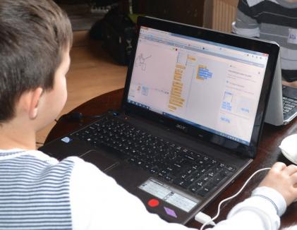 Copiii pasionaţi de calculatoare, invitaţi să înveţe programarea gratuit, în Orăşelul Copiilor